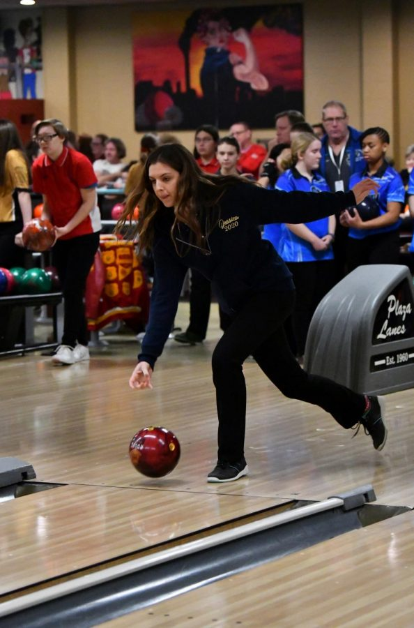 Seniors Gonzalez, Suarez advance to girls bowling regionals