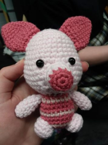 A small Piglet toy from Winnie the Pooh, entirely crocheted.
